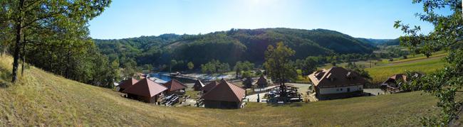 eko-etno-selo-kostunici-panorama-odmor-vajati-smestaj