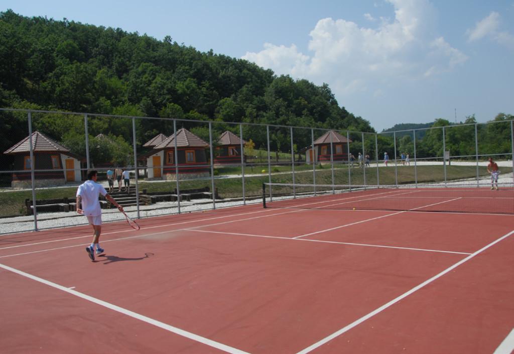 rekreativna nastava, tereni, tenis, fudbal, odbojku